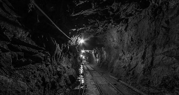 Mining permit waits hamper Canadian development